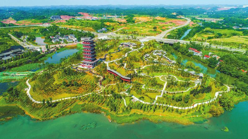 7月1日,遂宁龙凤源生态公园开园迎客。