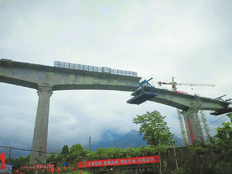 安宁河特大桥完成转体